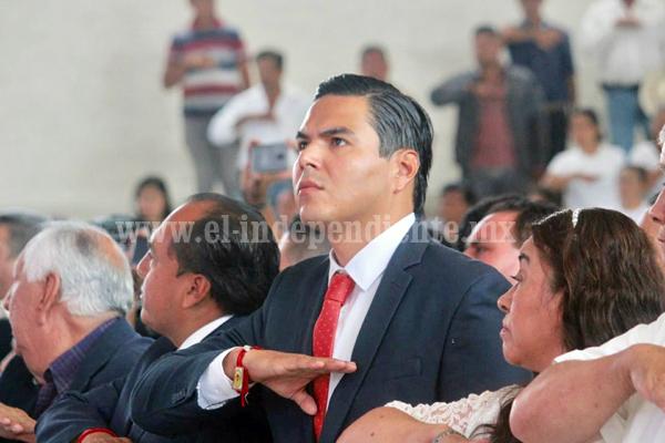 SERGIO FLORES ACOMPAÑÓ A ADRIANA CAMPOS HUIRACHE EN SU TOMA DE PROTESTA