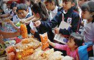 Inundan escuelas con productos chatarra que afectan salud de los niños