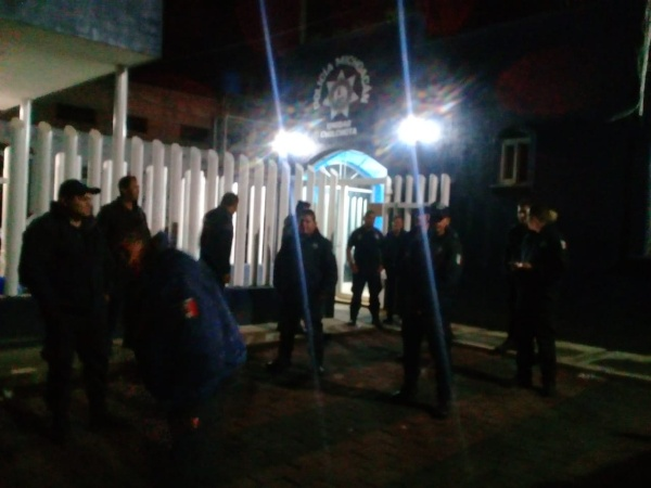 Policías de Chilchota siguen con paro laboral