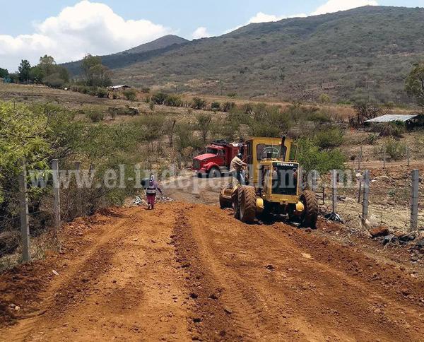 CONVOCAN A PRODUCTORES AGRÍCOLAS A ENLISTARSE PARA MANTENIMIENTO DE CAMINOS SACA COSECHAS