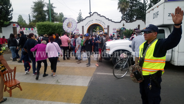 Panteón Municipal recibió más de 21 mil personas para celebrar Día de Muertos