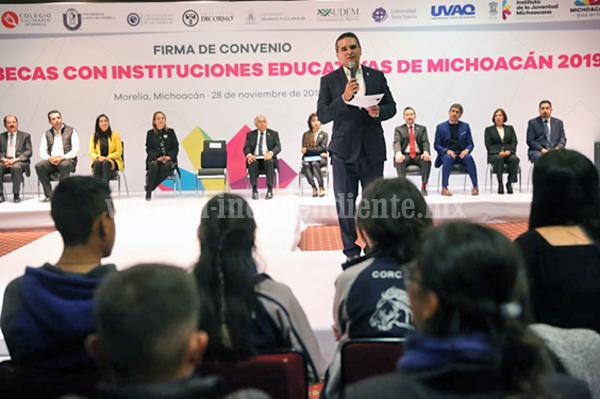 Más espacios para que jóvenes estudien, necesidad insustituible: Gobernador