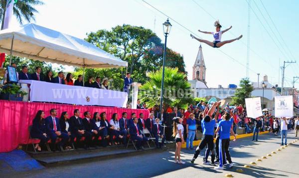Desfile del 20 de Noviembre sin incidentes, participaron más de 3 mil personas