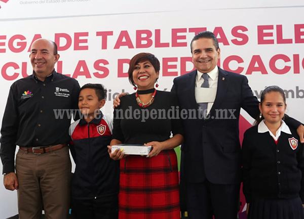 Avanza Michoacán en digitalización de la educación: Silvano Aureoles