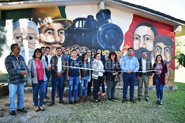 Alumnos de Casa de la Cultura demuestran su talento, pintan mural de la Revolución Mexicana