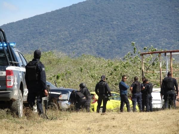 Se desata persecución y balacera por robo de camioneta