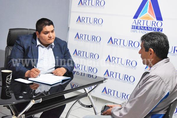 Arturo Hernández atendió a ciudadanía en casa enlace en Zacapu