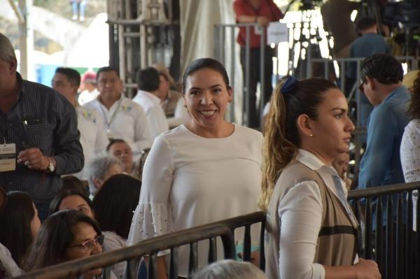 Asistió Adriana Campos a visita de AMLO en Zacapu