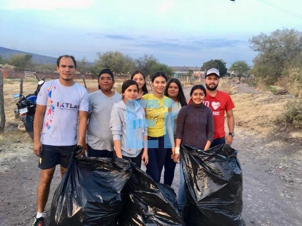 Jovenes realizan acciones de ecología y preservación ambiental en Ecuandureo