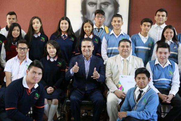 Estudiantes comprometidos, orgullo de Michoacán: Silvano Aureoles