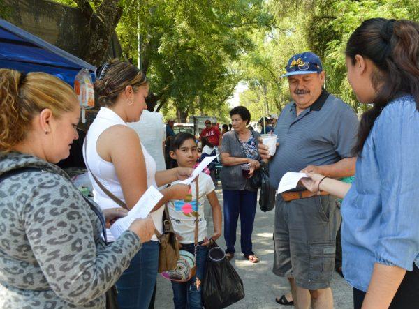 Ciudadanos de Tangancícuaro reciben atención sobre trámites migratorios