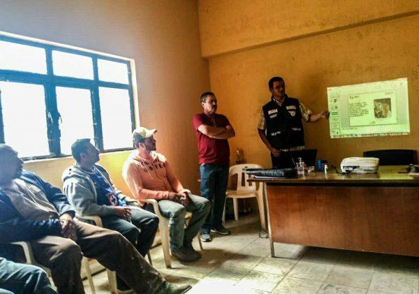 Imparten capacitación para cloración de agua potable en comunidades de Tangancícuaro