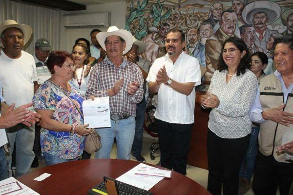 Ángel Macías, alcalde de Ixtlán, se reunió con representante del gobierno federal