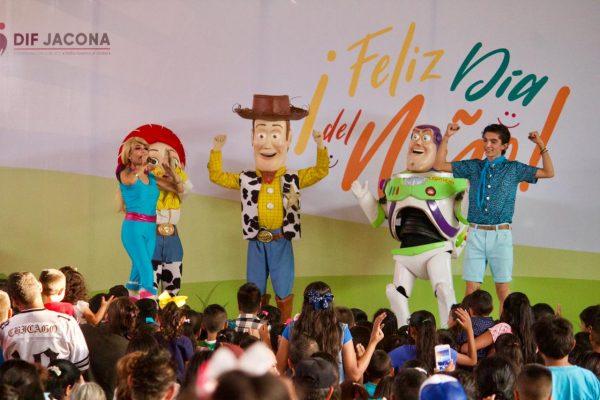 Gran Show y día de regalos y sorpresas para los niños de Jacona