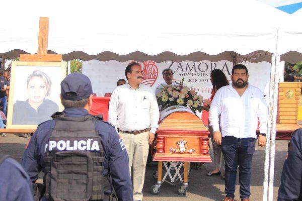Autoridades municipales y estatales rinden honores a los 4 policías municipales caídos