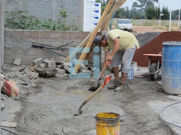 Día de la Santa Cruz se apaga, crisis en sector construcción afecta a los albañiles locales