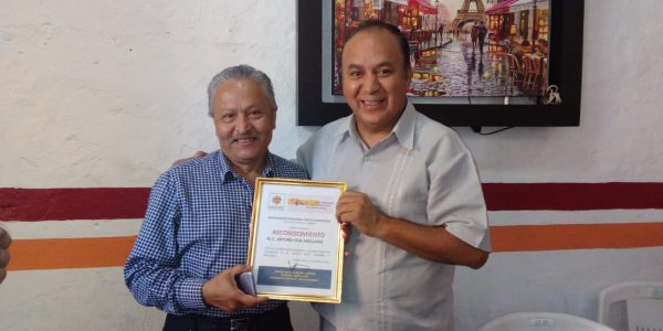 Arturo Ceja Arellano celebra 50 años como periodista