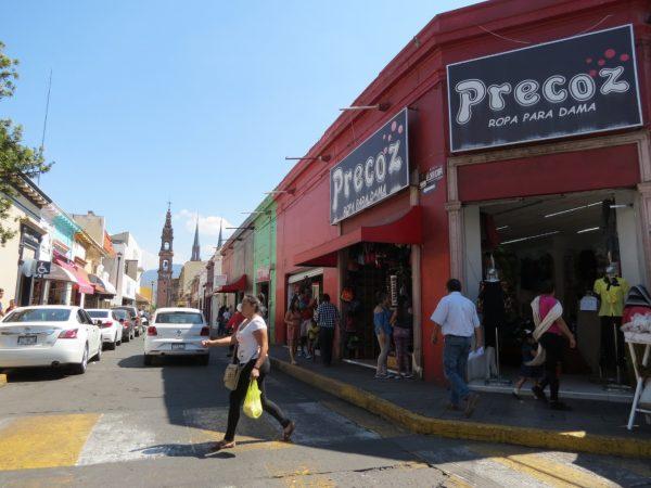 Lamentan aumento de graffiti en comercios establecidos de zona centro