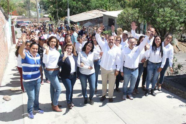 Ángel Macías y Directora del IIFEEM arrancan e inauguran obra en Ixtlán