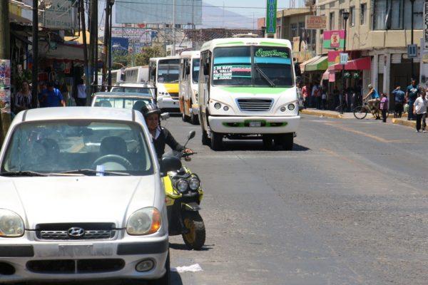 Analizan cómo disminuir tráfico en la 5 de Mayo
