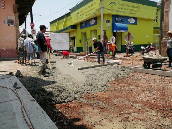 Por concluir trabajos en la calle Dr. Octaviano L. Navarro en Tangancícuaro