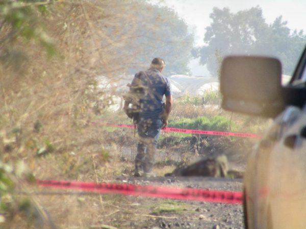Abandonan cadáver baleado en brecha de Zamora