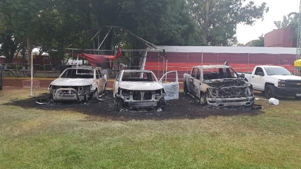 Pistoleros del CJNG quemaron autos en el Bikini Car