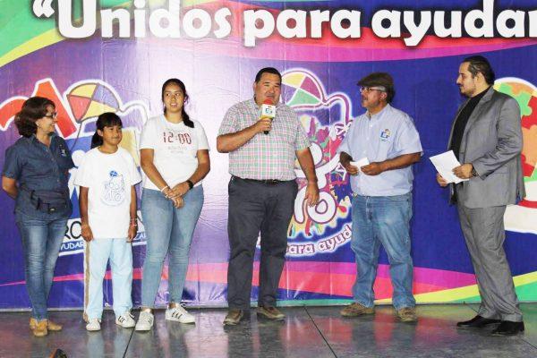 Rubén Nuño contribuyó con donativo para el CRI Promotón