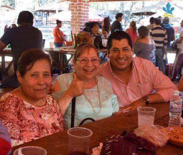 Rafael Melgoza celebró con los Maestros su Día en Tangancícuaro