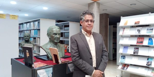 Biblioteca Luis González exhibe bustos de literatos latinoamericanos destacados