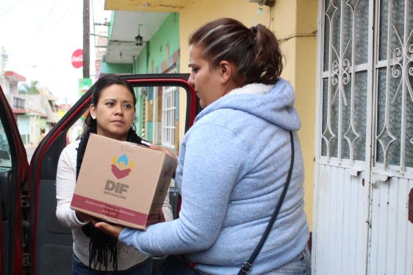 Entrega DIF Jacona despensas a familias vulnerables