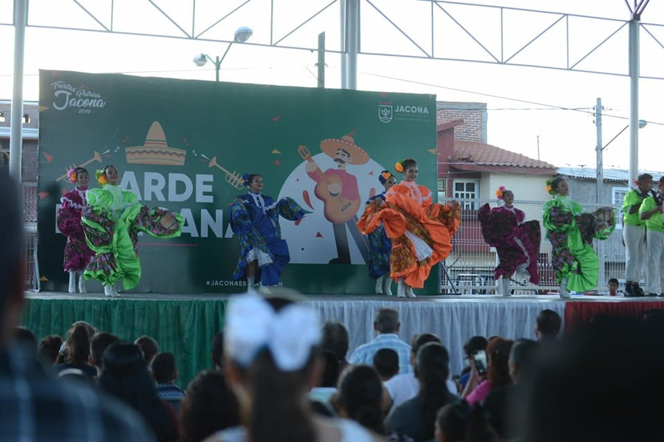 TODO UN ÉXITO LA TARDE MEXICANA EN MONTEBELLO