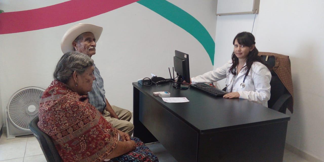 """30 pulseras """"alerta plateada"""" entregadas a ancianos con Alzheimer en Jacona"""