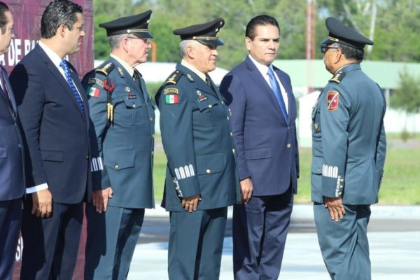 Llama Silvano Aureoles a fortalecer al Ejército Mexicano