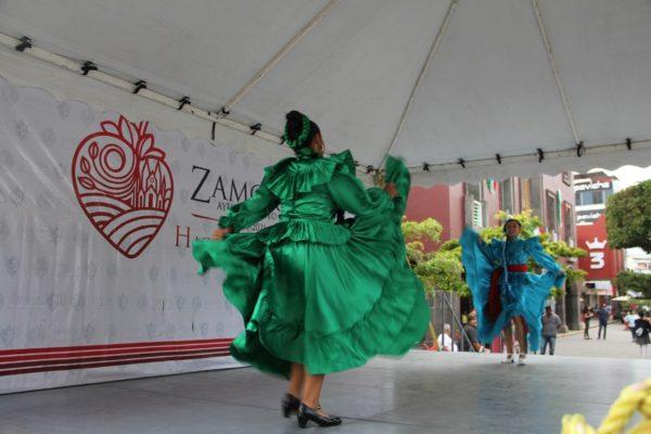 Enmarcan actividades culturales en la plaza principal por el mes patrio