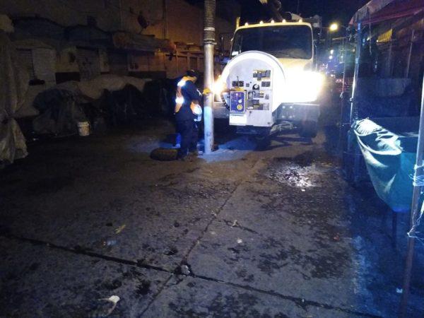 SAPAZ realizó labores de limpieza a red de drenaje del mercado Hidalgo