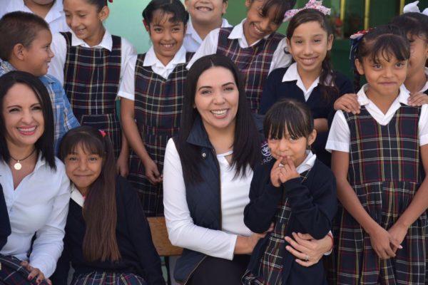 Alcaldesa Adriana y titular del IIFEEM realizaron recorrido por escuelas