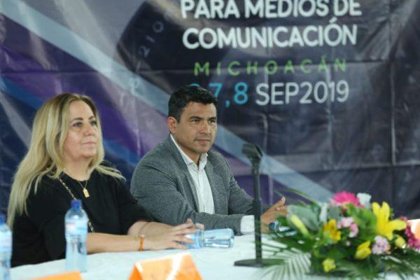 """""""No se debe poner la primicia  encima de la veracidad"""": Adán García  Ante amenazas como las fake news, periodistas deben apostar a capacitación constante"""