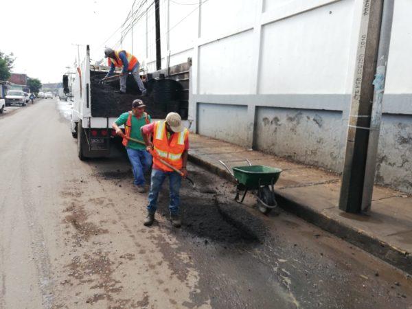 Gobierno Municipal reactivó labores de bacheo de calles del municipio.