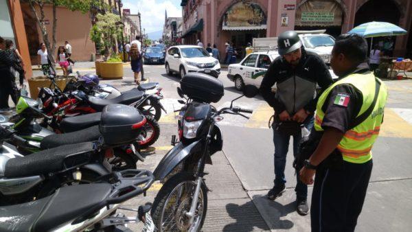 Comerciantes piden acciones concretas ante invasión de motos en espacios para autos