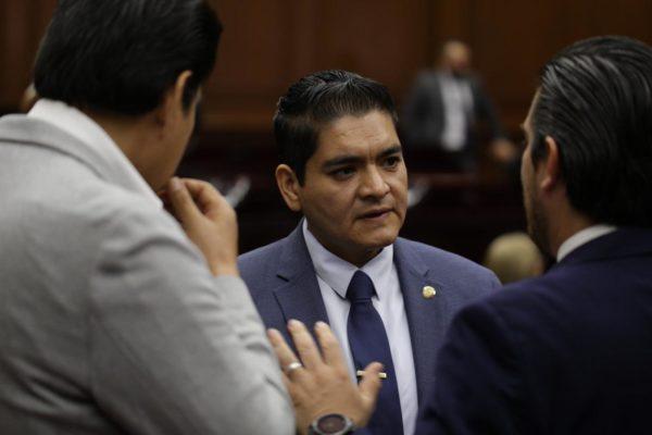 """""""Diputados requerimos actuar con responsabilidad para beneficiar a michoacanos"""": Arturo Hernández"""