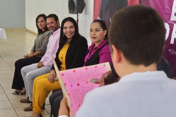 En Jacona buscan padrinos para 100 niños y jóvenes, de esa forma  puedan continuar sus estudios