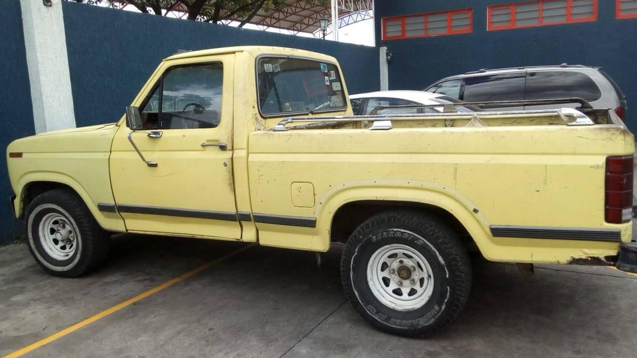 Requiere Policía Michoacán a uno en posesión de camioneta robada en Jacona