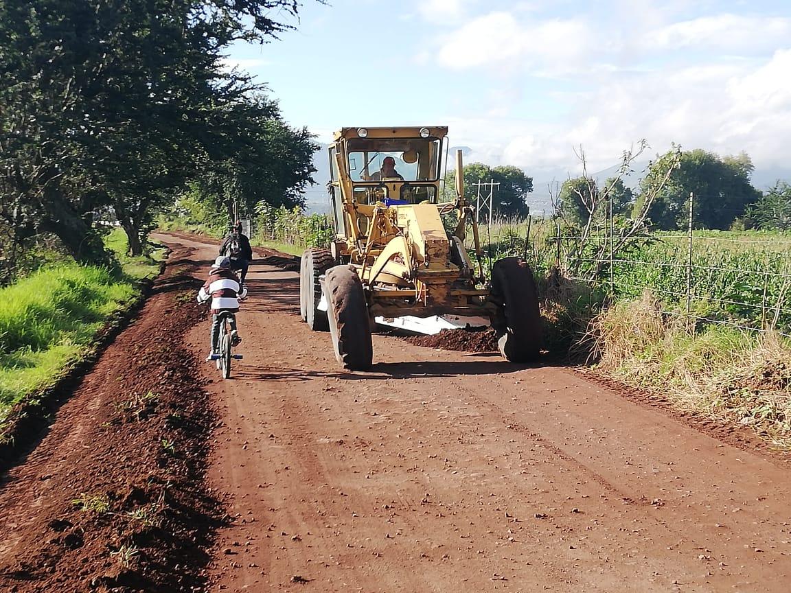 Gobierno local inició acciones de mejoramiento del camino de Los Espinos