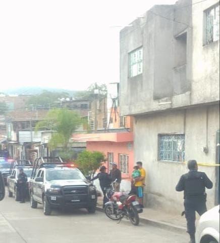 Se ahorca después de matar a su madre: autoridades investigan
