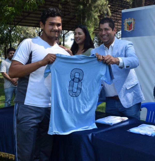 Abanderan selección municipal de futbol Tangancícuaro rumbo a la Copa Telmex 2019 Michoacán