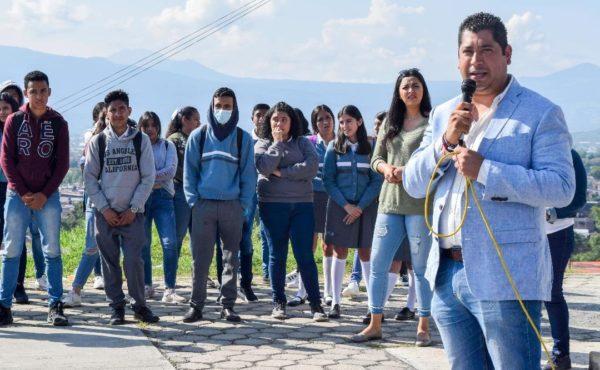 Rafa Melgoza recorrió instalaciones del CECyTEM Tangancícuaro