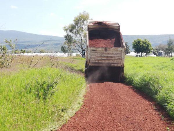 Gobierno Municipal contribuye con ejidatarios de La Ladera.