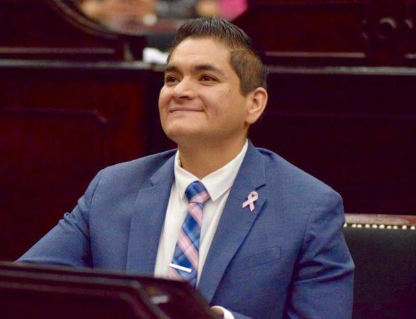 Arturo Hernández se suma a la lucha contra el cáncer de mama