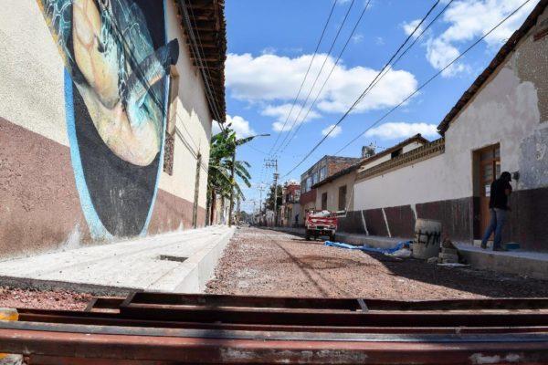 Trabajos en calle Salazar de Tangancícuaro registran avance del 60%